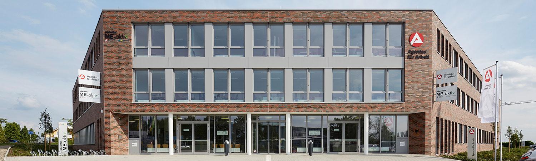 Frontansicht Gebäude Agentur für Arbeit Jobcenter Mettmann