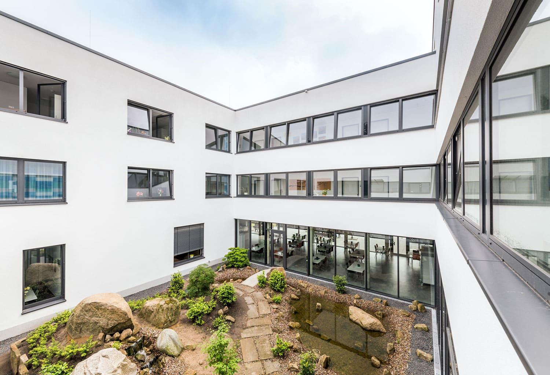 Fachklinik OL Blick in den Innenhof
