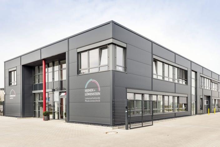 Betriebsgebäude für Büro, Lager und Werkstatt, Planung und Schlüsselfertigbau von HOFF und Partner