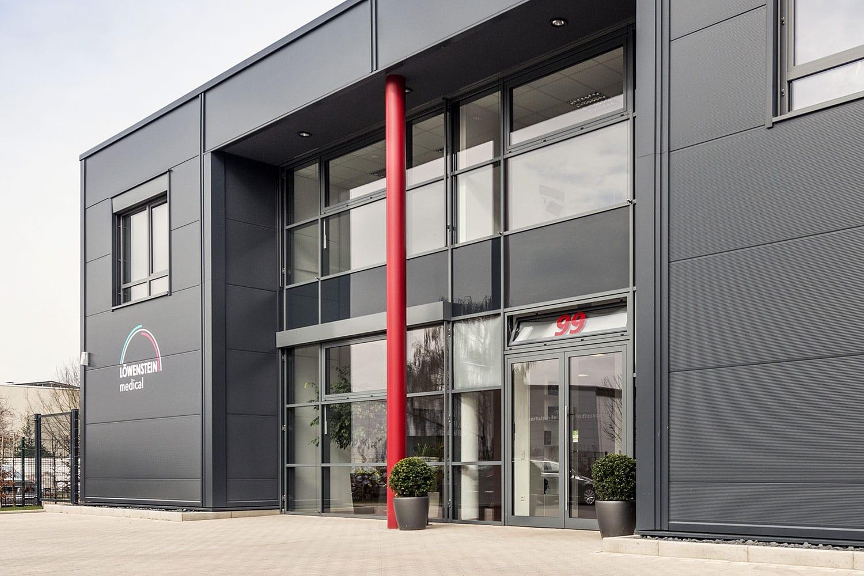 Löwenstein Medical Köln Eingang zur Gewerbeimmobilie