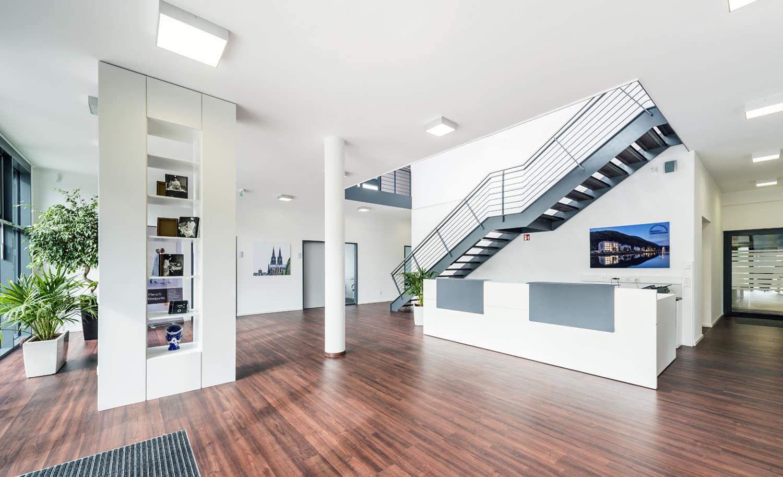 Foyer Gewerbebau Planung und Schlüsselfertigbau